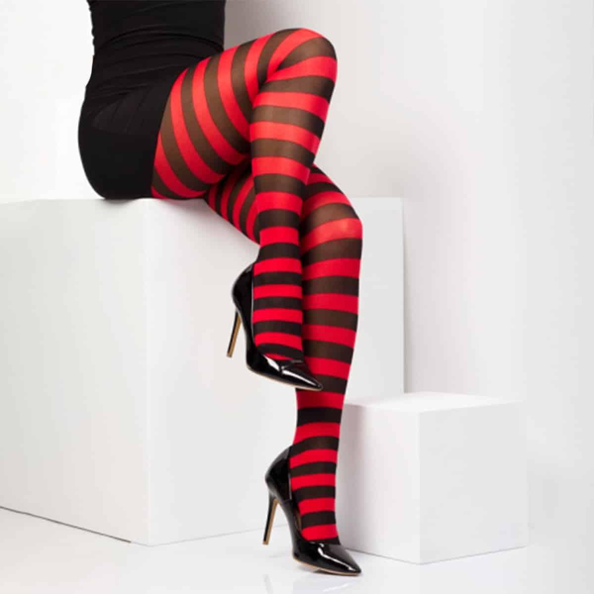 c570d7002 Twickers – rød og svart stripete strømpebukser