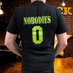 nobodies svart t-skjorte med grønt trykk 510-992